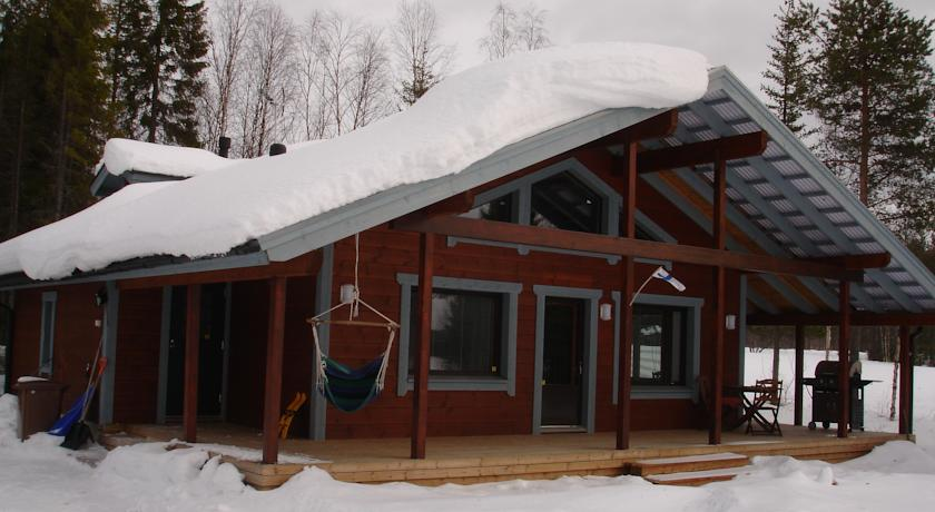 Aamuruskon Ukkola Cottage