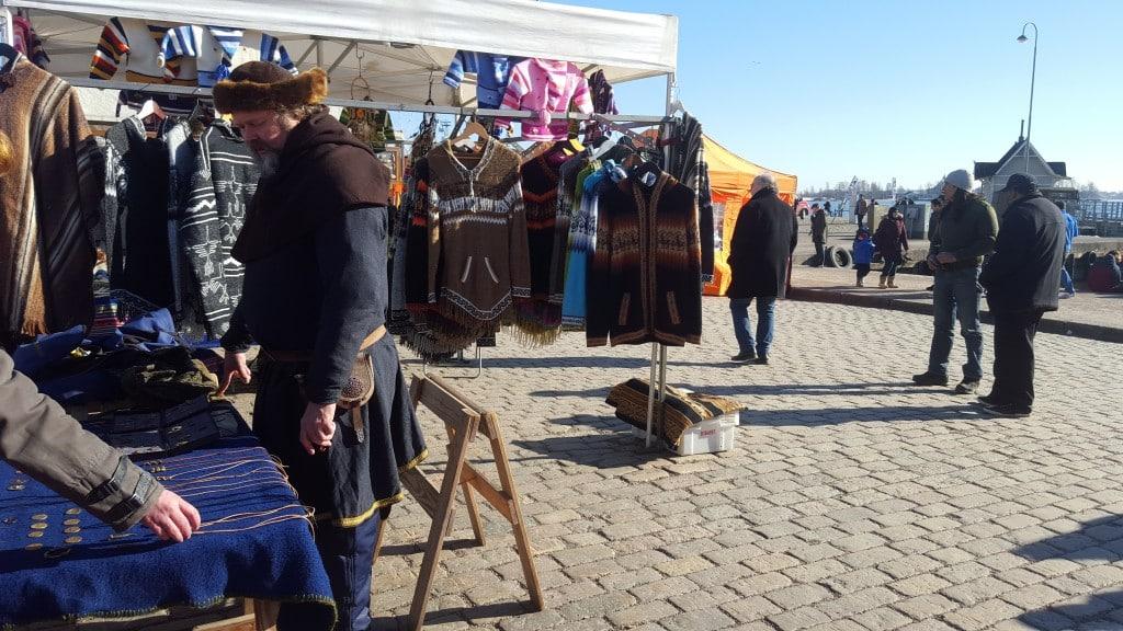Souvenirer på salutorget i Helsingfors